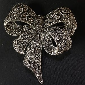 Jewelry - Stunning marcasite vintage look bow pin